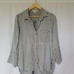 ANTHROPOLOGIE CLOTH & STONE CHAMBRAY BLOUSE